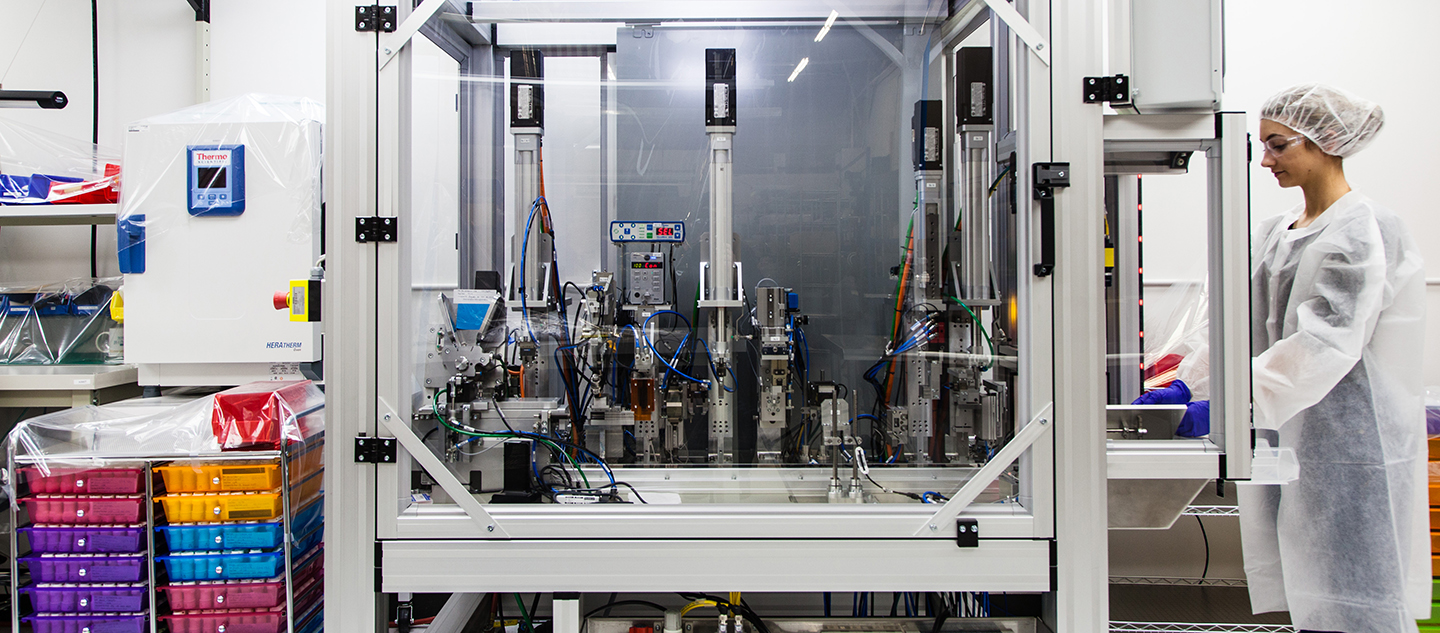 Cleanroom automated machine for sterile production